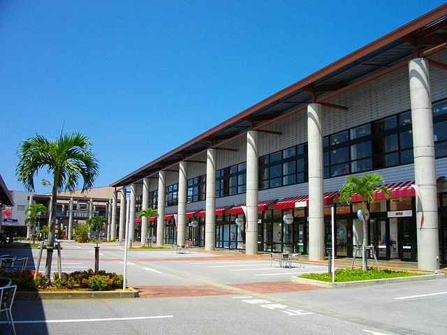 outlet-mall-ashibinaa-in-southern-okinawa