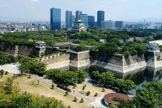 osaka-castle-park-in-central-osaka-city