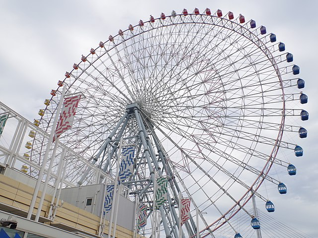 tempozan-giant-ferris-wheel-in-western-and-seaside-osaka-city