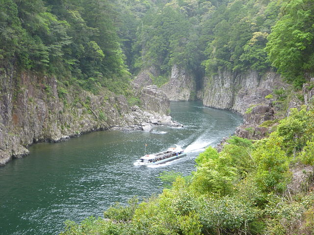 dorokyo-gorge-sightseeing-waterjet-in-kumano-kodo-pilgrimage-routes