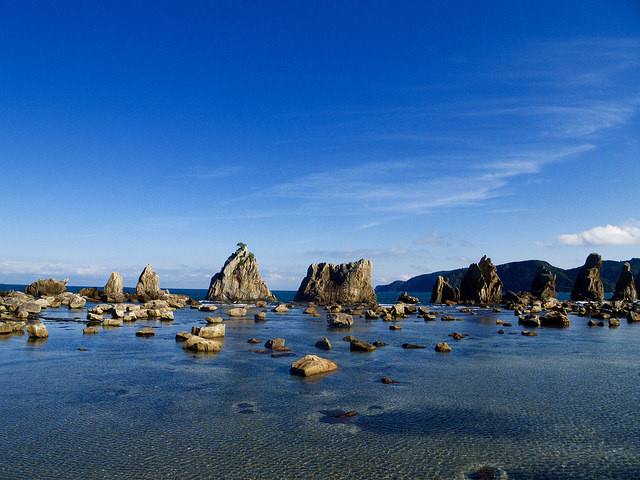 hashigui-iwa-rock-in-nanki-shirahama