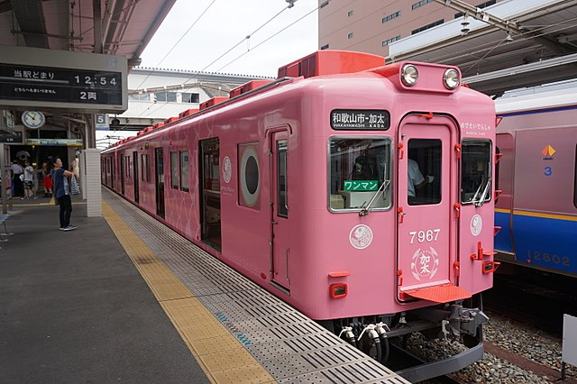 kada-line-medetai-train-in-wakayama-city-surroundings